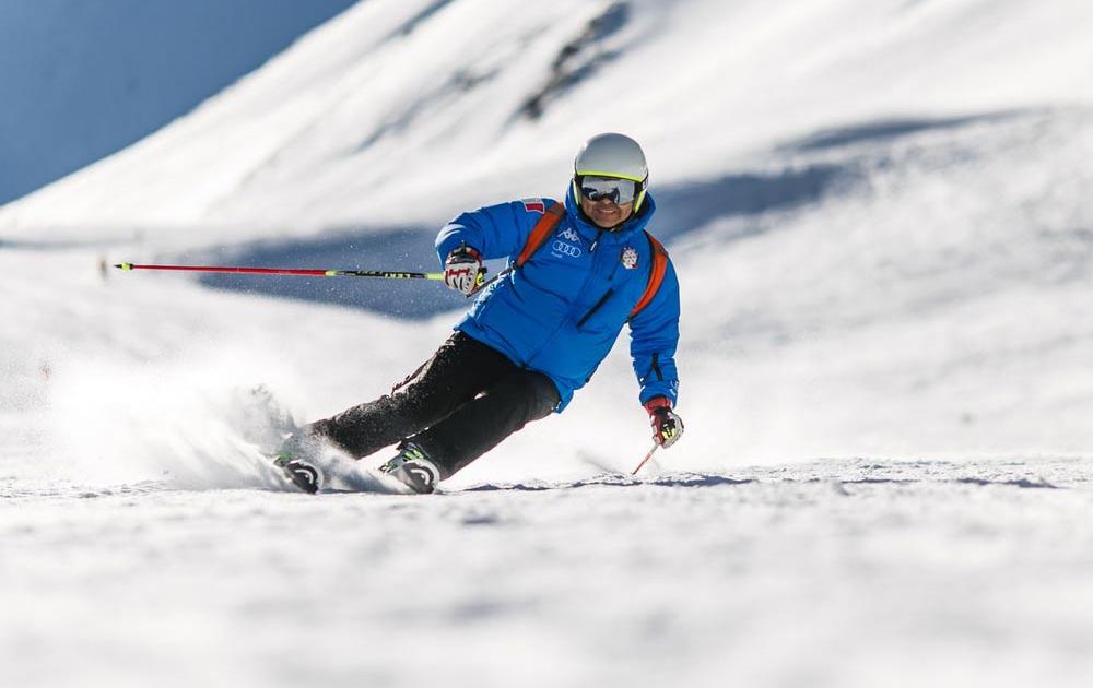 Skifahren am Berg